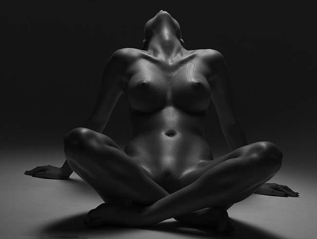 xxxitaliane - negazione orgasmo - donna nuda in bianco e nero