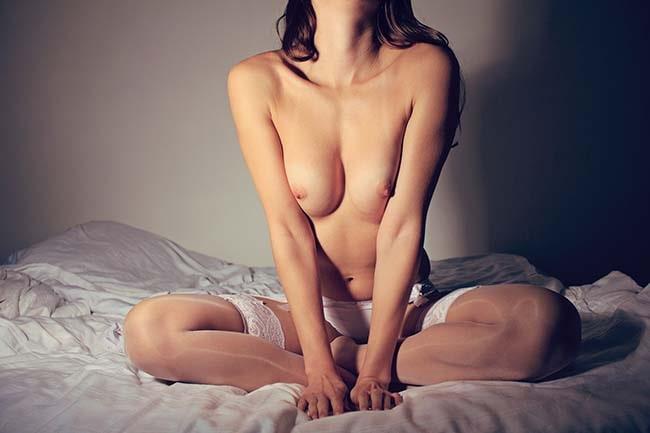 xxxitaliane - sesso a san valentino - donna nuda sul letto